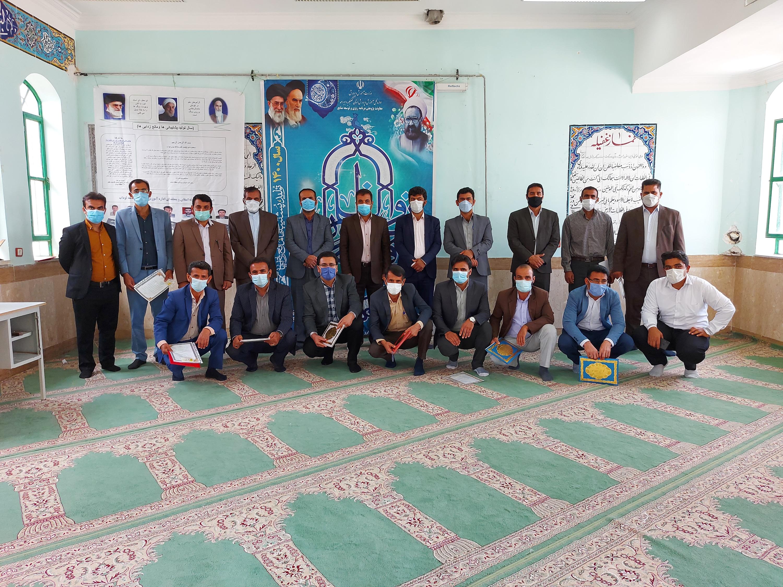 تجلیل از معلمان برگزیده منطقه ای و استانی بخش لوداب به مناسبت هفته معلم+ عکس