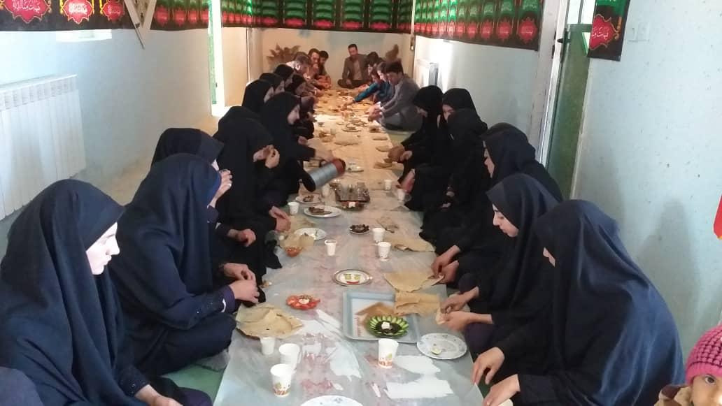 جشنواره صبحانه سالم در دبیرستان دخترانه فاطمه سادات حیدرآباد لوداب برگزار شد